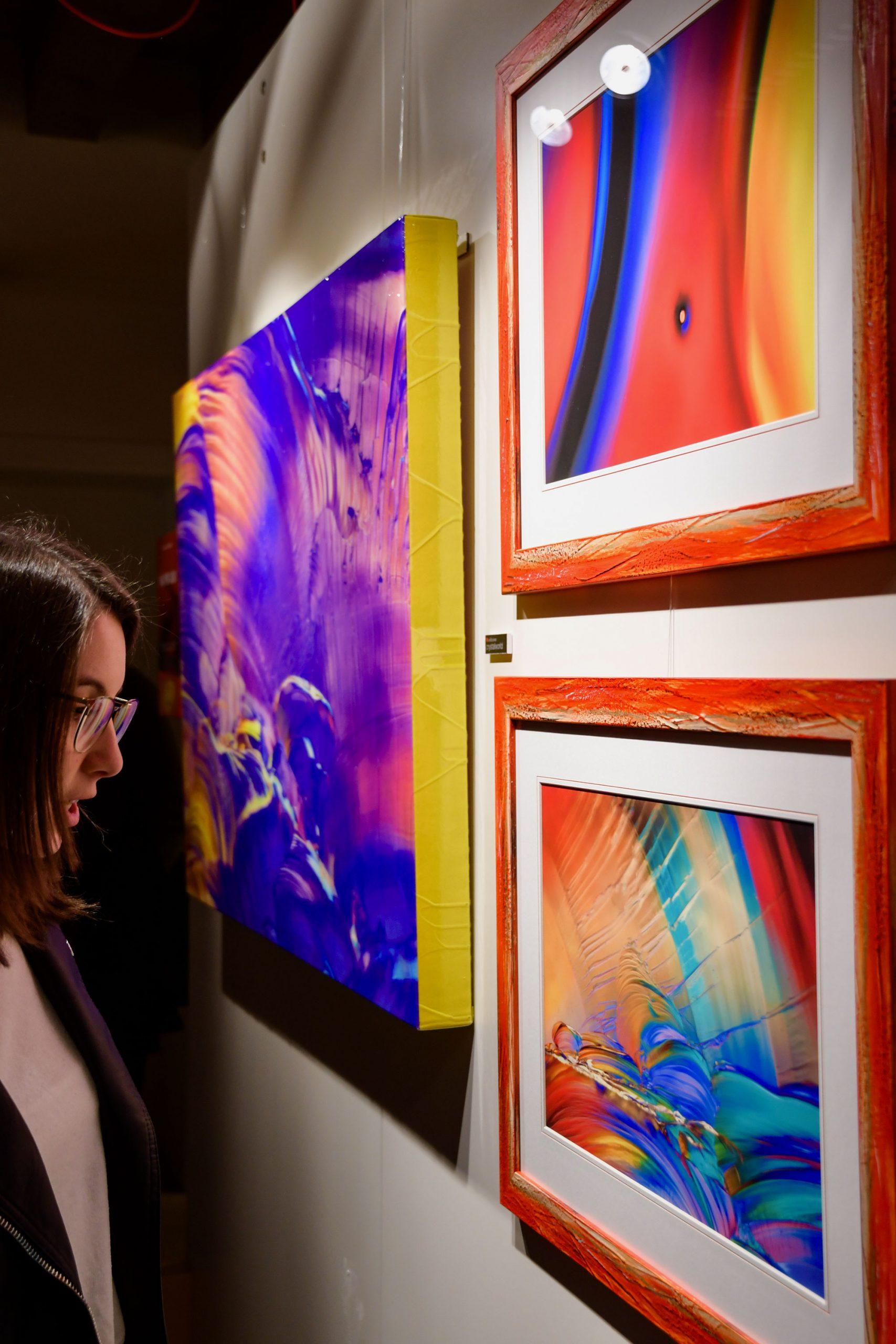 Mostra quadri moderni e quadri astratti su tela di Eugenio Tocchet